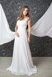 Mulher indiana bonita no vestido de casamento branco fotografia de stock royalty free