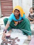 Mulher indiana no mercado de rua Fotografia de Stock
