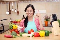Mulher indiana nova de sorriso foto de stock