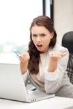 Mulher infeliz com computador e euro- dinheiro do dinheiro Imagem de Stock