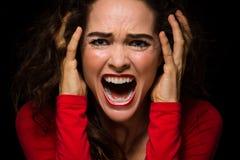 Mulher irritada, desesperada que grita imagens de stock