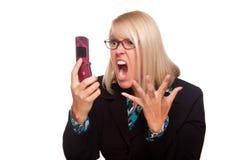 A mulher irritada grita no telefone de pilha Imagem de Stock Royalty Free