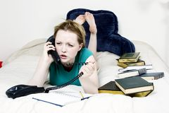 Mulher irritada no telefone Foto de Stock Royalty Free