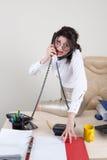 Mulher irritada que fala nos telefones Imagens de Stock Royalty Free