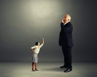 Mulher irritada que grita no chefe de bocejo grande Foto de Stock Royalty Free