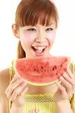 Mulher japonesa nova com melancia Fotografia de Stock