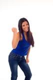 Mulher latino-americano atrativa nova no sorriso ocasional da parte superior e das calças de brim feliz e alegre isolados Imagem de Stock Royalty Free