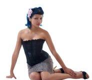 Mulher latino-americano nova que senta-se no assoalho Imagem de Stock Royalty Free