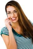 Mulher latino-americano que fala no móbil imagens de stock