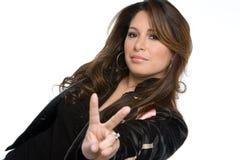Mulher latino-americano que faz o gesto de mão isolado no branco imagem de stock royalty free