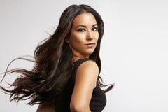 Mulher latino com cabelo de sopro imagens de stock royalty free