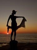 Mulher, lenço, por do sol, mar Fotografia de Stock
