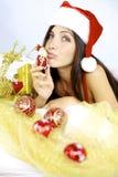 Mulher lindo Papai Noel que beija pouco brinquedo do Natal Fotos de Stock