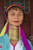 Mulher longo-necked do tribo do tribo do padaung do retrato Lago Inle, Myanmar, Burma foto de stock