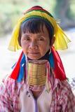 Mulher longo-necked do tribo do tribo do padaung do retrato Lago Inle, Myanmar, Burma fotos de stock royalty free