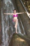 Mulher louca na cachoeira Imagens de Stock