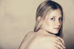 Mulher loura bonita. imagem de stock royalty free