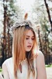 Mulher loura bonita ao ar livre Fotografia de Stock Royalty Free