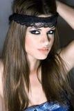 Mulher loura com um headband preto Fotos de Stock Royalty Free