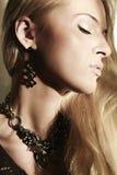 Mulher loura bonita na luz do dia Imagem de Stock