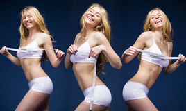 Mulher loura bonita nova na roupa branca da aptidão foto de stock royalty free