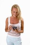 Mulher loura bonita que usa um PDA Fotos de Stock Royalty Free