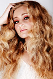 Mulher loura com cabelo grande Fotografia de Stock Royalty Free
