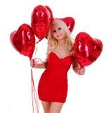 Mulher loura com os balões dados forma coração isolados Imagens de Stock