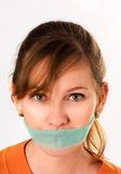 Mulher loura com pequena notícia verde fotografia de stock royalty free