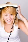 Mulher loura com telefone retro imagens de stock royalty free