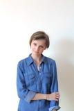 Mulher loura consideravelmente nova - copyspace Imagens de Stock Royalty Free