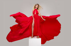 Mulher loura curvy glamoroso fotografia de stock royalty free