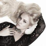 Mulher loura da paixão 'sexy' bonita Fotografia de Stock Royalty Free