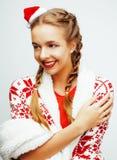 A mulher loura de sorriso consideravelmente feliz dos jovens no Natal no chapéu vermelho e no feriado de Santa decorou a manta, p Fotografia de Stock Royalty Free