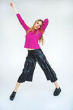 Mulher loura na moda que dança apenas no fundo branco isolado Imagens de Stock Royalty Free