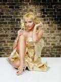 Mulher loura nova com champanhe imagens de stock royalty free