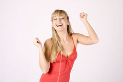 Mulher loura nova com mp3-player Fotografia de Stock