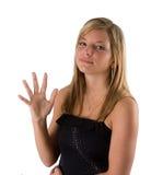 Mulher loura nova que prende cinco dedos Fotografia de Stock