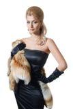 Mulher loura nova 'sexy' no vestido preto imagem de stock royalty free