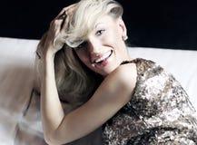 Mulher loura sensual que relaxa Imagens de Stock Royalty Free