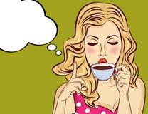 Mulher loura 'sexy' do pop art com copo de café ilustração stock