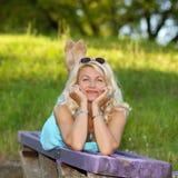 Mulher loura superior bonita Imagens de Stock Royalty Free