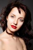 Mulher luxuosa com composição da noite e cabelo longo Fotografia de Stock