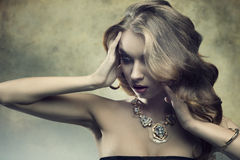 Mulher luxuosa da forma Imagem de Stock Royalty Free