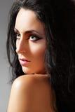 Mulher luxuosa. A pista de decolagem eyes o cabelo da composição & do volume Foto de Stock Royalty Free