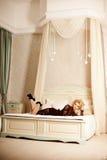 A mulher luxuosa rica da beleza gosta de Marilyn Monroe Fashiona bonito Imagem de Stock Royalty Free