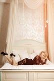 A mulher luxuosa rica da beleza gosta de Marilyn Monroe Fashiona bonito Fotos de Stock Royalty Free