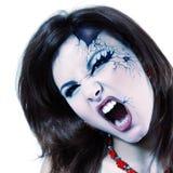 Mulher má o Dia das Bruxas bonito do vampiro isolado no branco Fotos de Stock Royalty Free