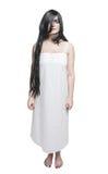 Mulher místico do fantasma na camisa longa branca imagens de stock