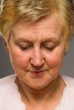 Mulher madura que olha para baixo Foto de Stock Royalty Free